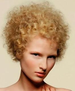 corte pelo corto con rizos