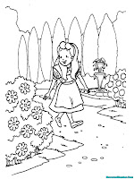 Alice berjalan-jalan ditaman disekitar istana wonderland