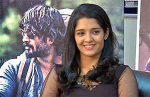 """""""Ey! Pottenna…DUM irukkum..VAAI Irukkadhu!!"""" – Ritika Singh"""