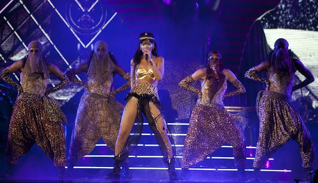 Rihanna as Egyptian princess accompanied by Arabian dancers in leopard pants