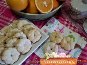 http://www.ricettegustose.it/Biscotti_1_html/Biscotti_di_pasta_frolla_montata_all_arancia_con_sparabiscotti.html
