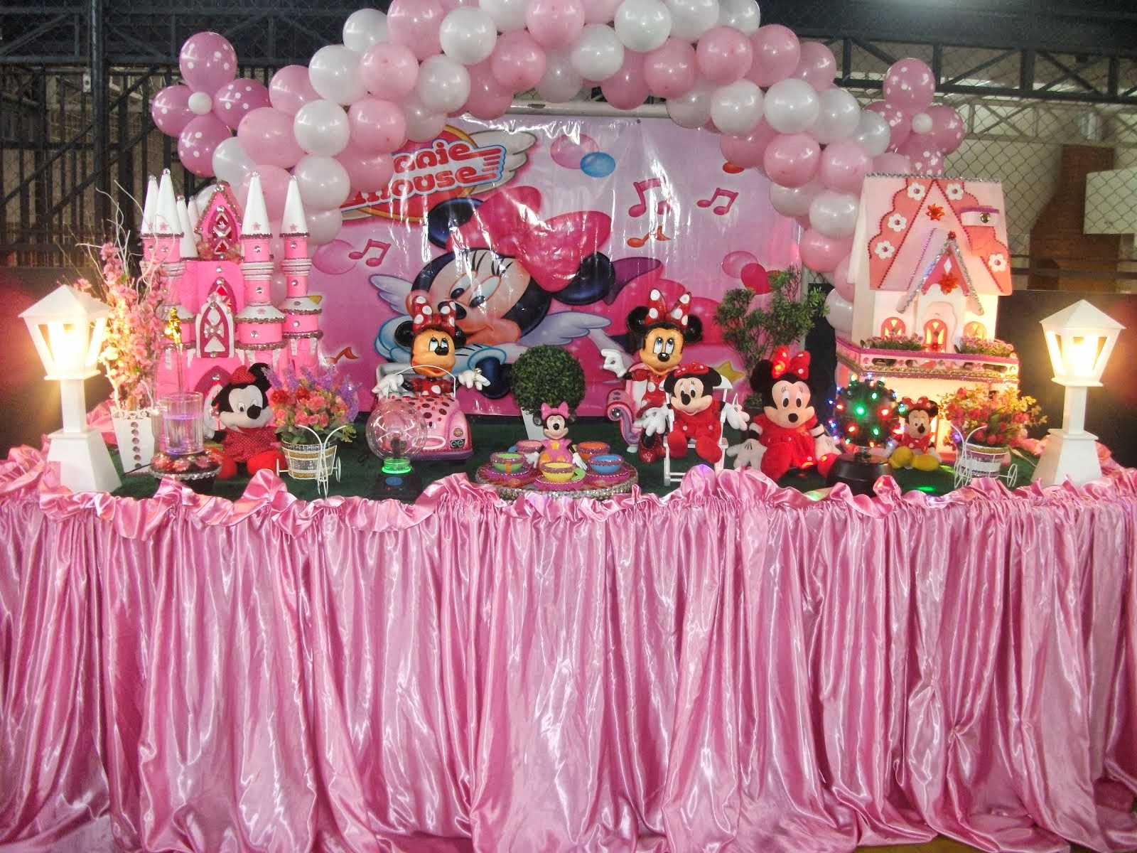Minnie com Painel Rosa e toalha rosa