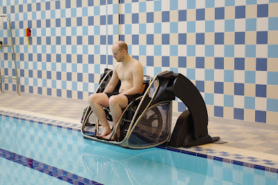 The poolpod can be used with a wheelchair or by standing on the platform.