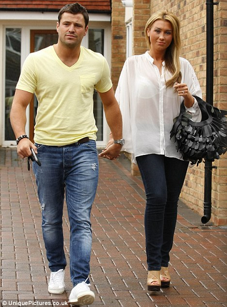 Dailyceleb The Ring S Back On Towie S Mark Wright And Lauren Goodger Put On A United Front In The Face Of Cheating Rumours