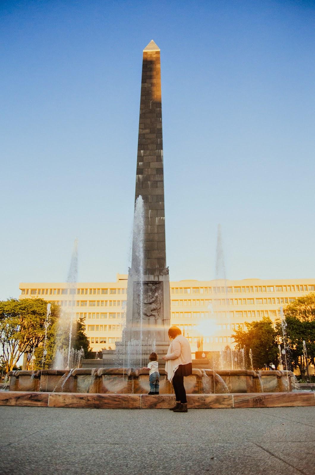 autumn at indinapolis war memorial fountain