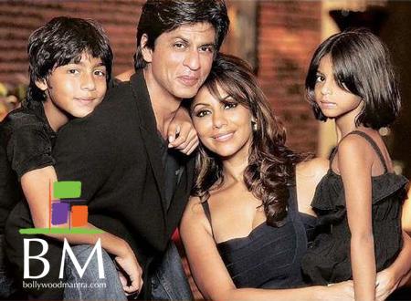 """Shahrukh Khan with Family (Istri """" Gauri Khan"""", Putra Sulung """"Aryan"""