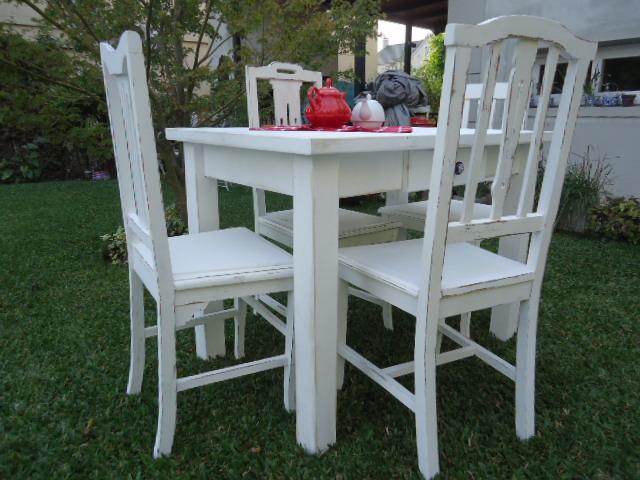 mesa y sillas blancas decapadas de gise