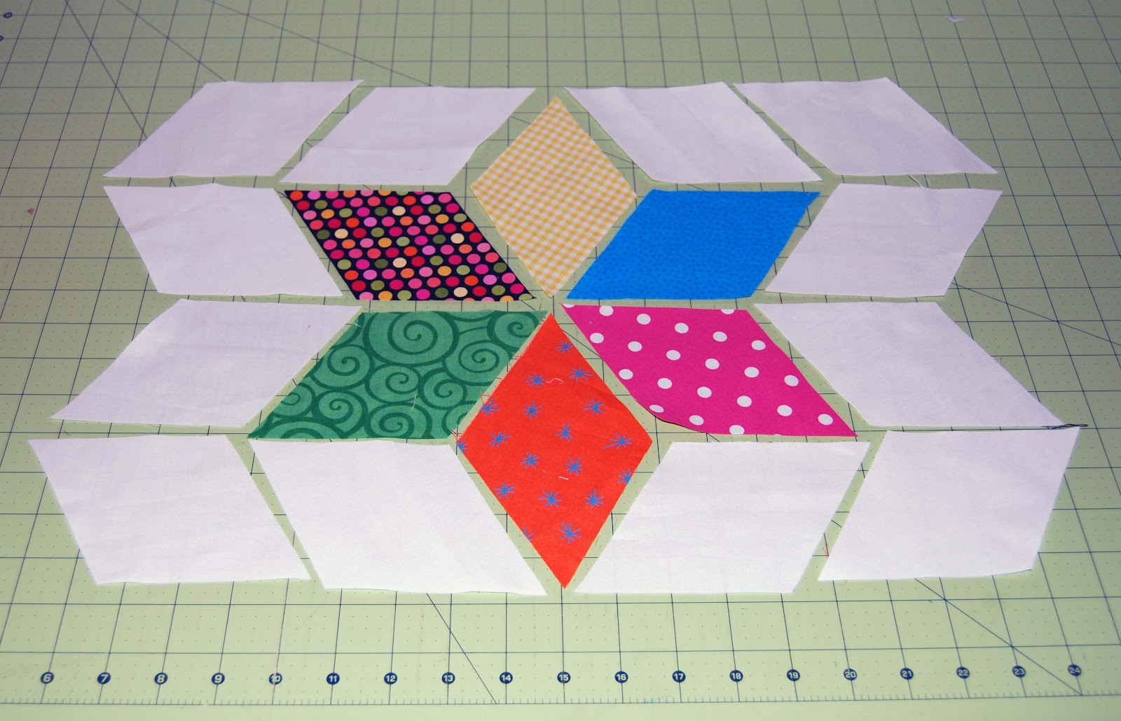 Linz Sews: Six Point Diamond Star Tutorial : diamond star quilt block pattern - Adamdwight.com