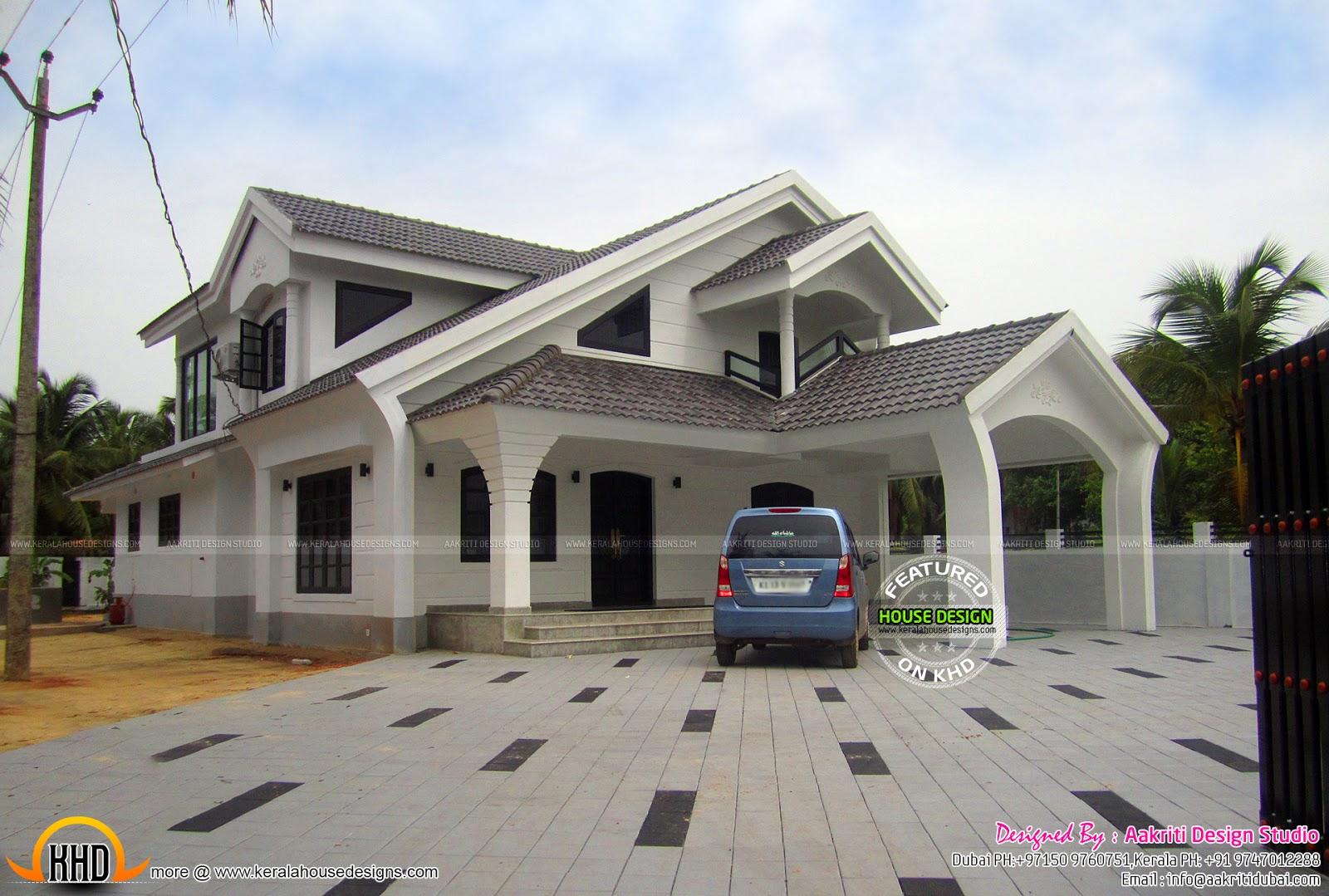 Sloped roof modern home keralahousedesigns for Modern sloped house design