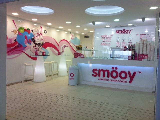 Studio brotons design heladeria yogurteria smooy - Diseno de interiores heladerias ...