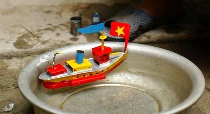 Thuyền Hơi Nước Chạy Bằng Nến