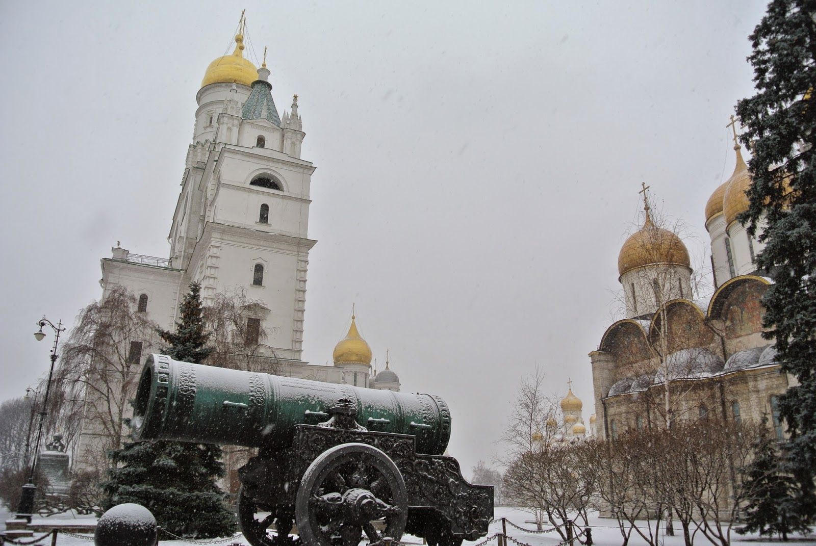 Cannon and churches within the Kremlin walls, Moscow