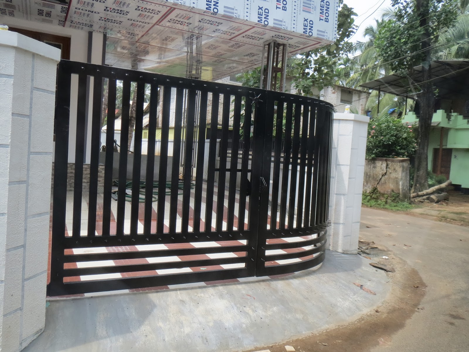 Kerala gate designs october 2013 for Home gate design
