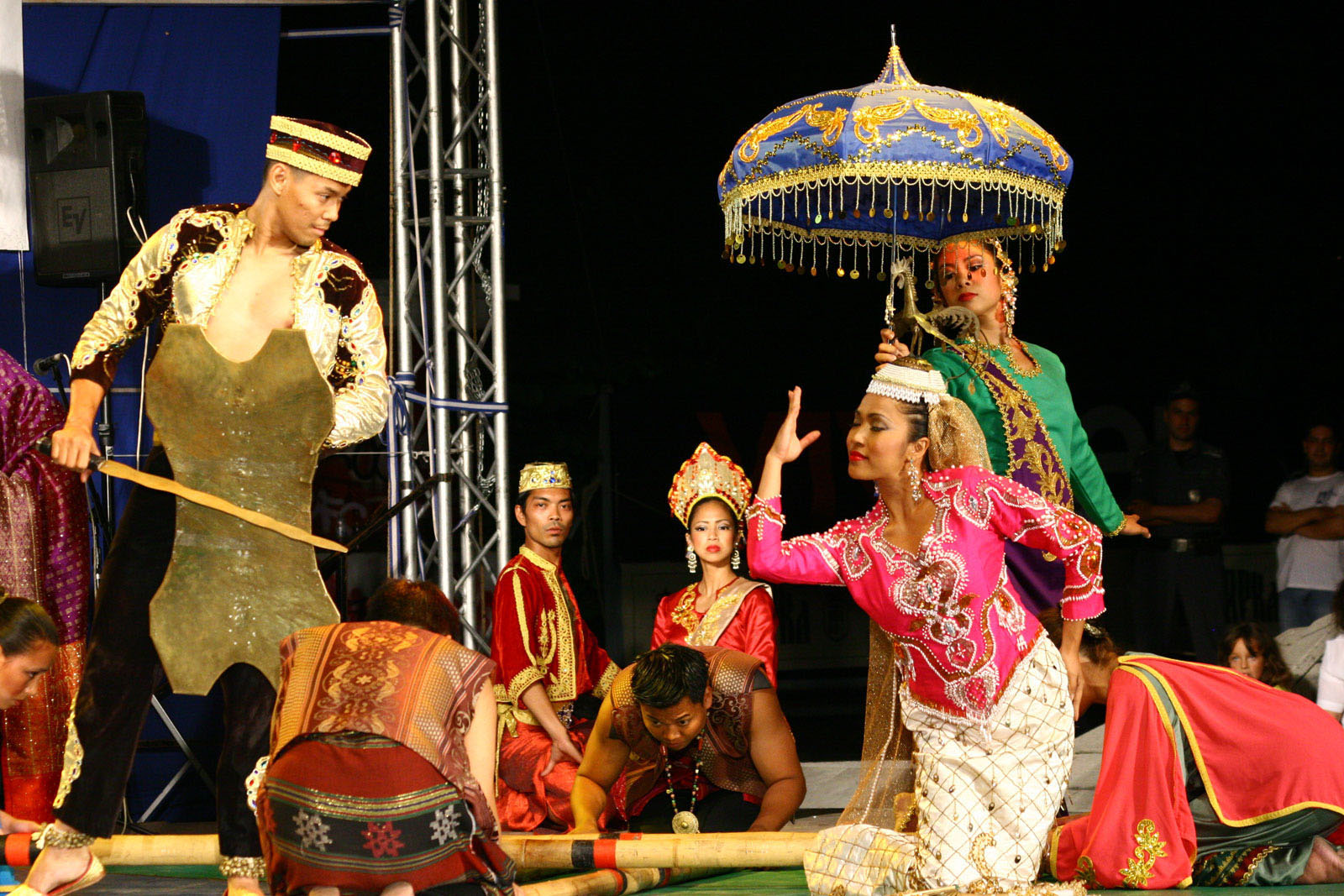 Sa kasingkil is a famous dance of the maranao people of lake lanao