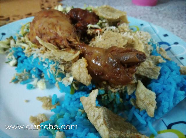 nasi kerabu ayam madu, nasi kerabu warna biru, tempat makan menarik di penang, makan best di penang,