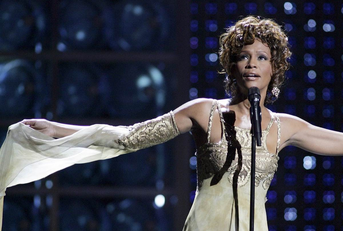 http://1.bp.blogspot.com/-0Hm5z0a6zss/UNs61MD0m0I/AAAAAAAAD2U/5sMONQeRG-A/s1600/Whitney+Houston+ss-120829-celeb-obits-whitney-houston_ss_full.bmp