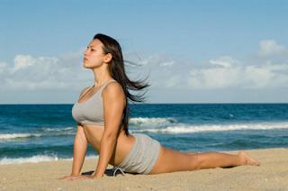 busty+sexy+yoga+beach+girl
