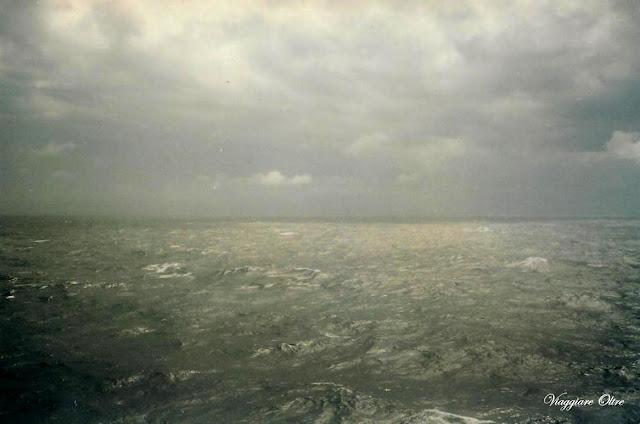 Un agitato Oceano Indiano