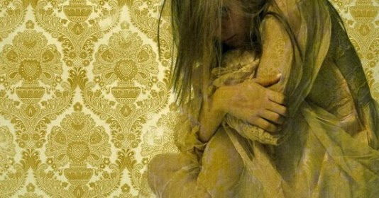 a story of a woman trapped in her own life in the yellow wallpaper by charlotte perkins gilman The yellow wallpaper jane is a person that is trapped in a woman's body in the nineteenth century however, what the nineteenth century holds is not good enough.