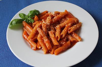Makaron z sosem pomidorowym (dla dzieci i nie tylko)