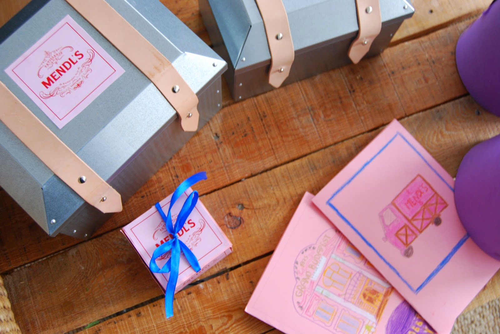 Grand Budapest tea party. Mendl´s box tutorial. Merienda ambientada en Hotel Gran Budapest