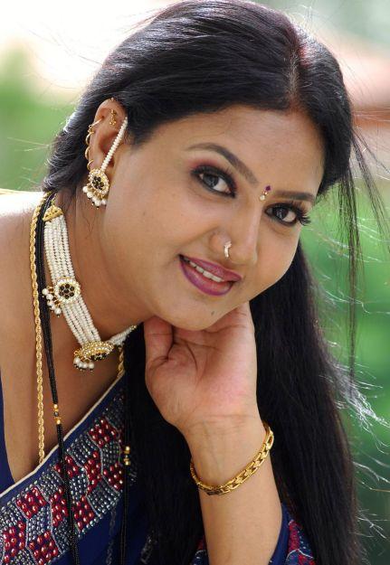 Raksha Aunty Hot