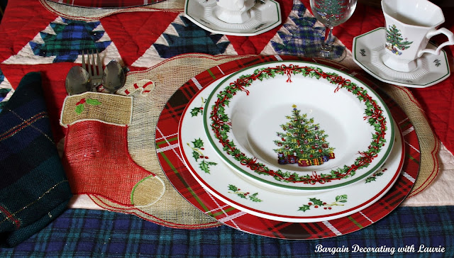 Breakfast Nook Christmas-Bargain Decorating with Laurie