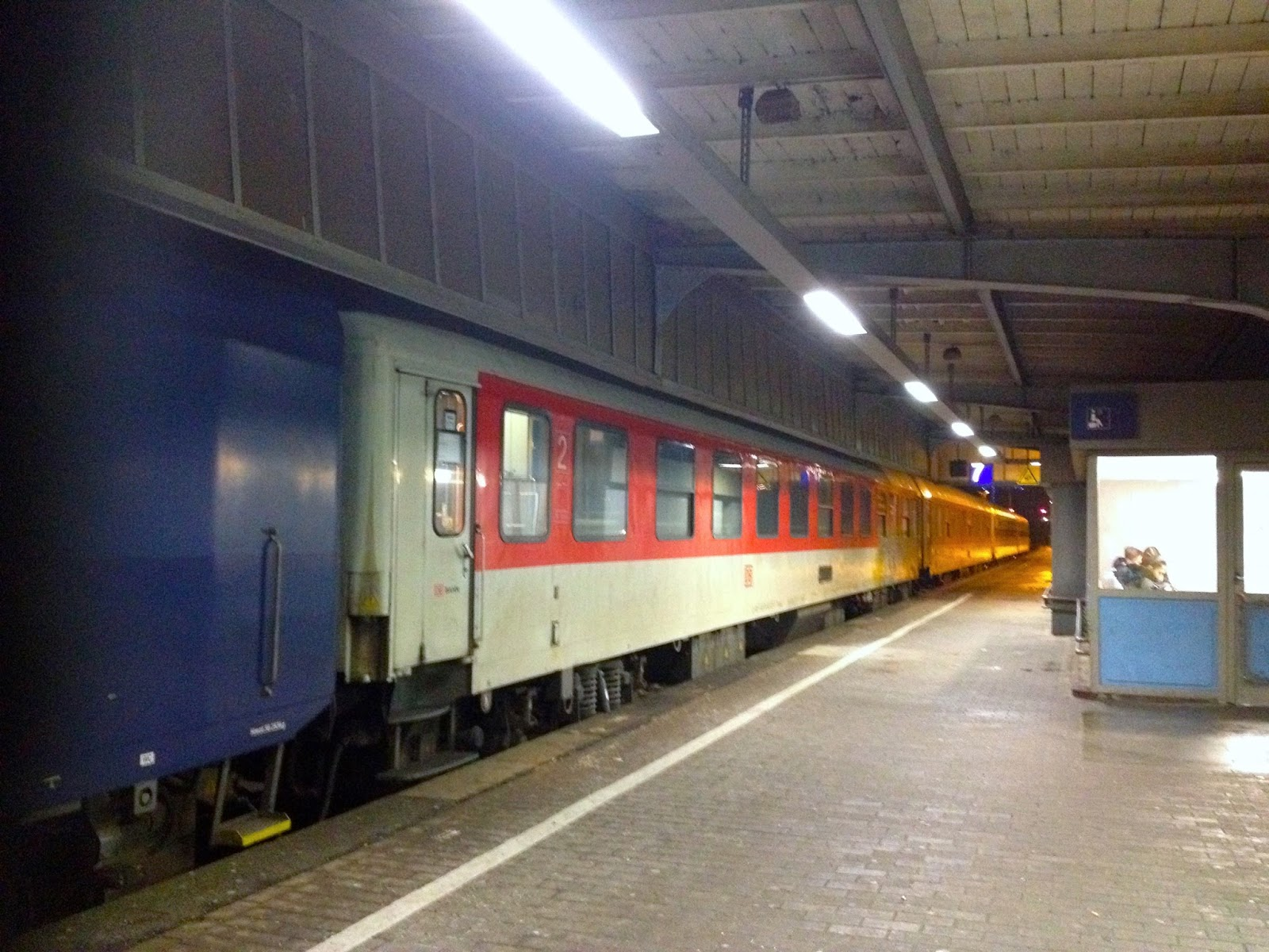 Naik Kereta ICE dan City Night Line dari Amsterdam ke Berlin-19 box waiting room oberhausen