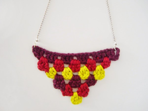 collier-triangle-tricolore-rockmylaine-crochet