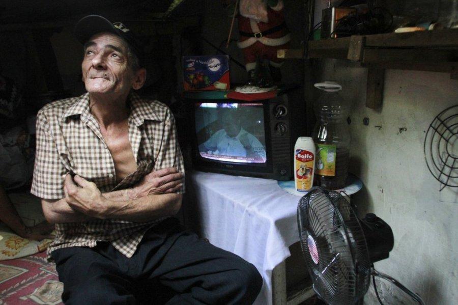 Картинки по запросу couple living inside sewer