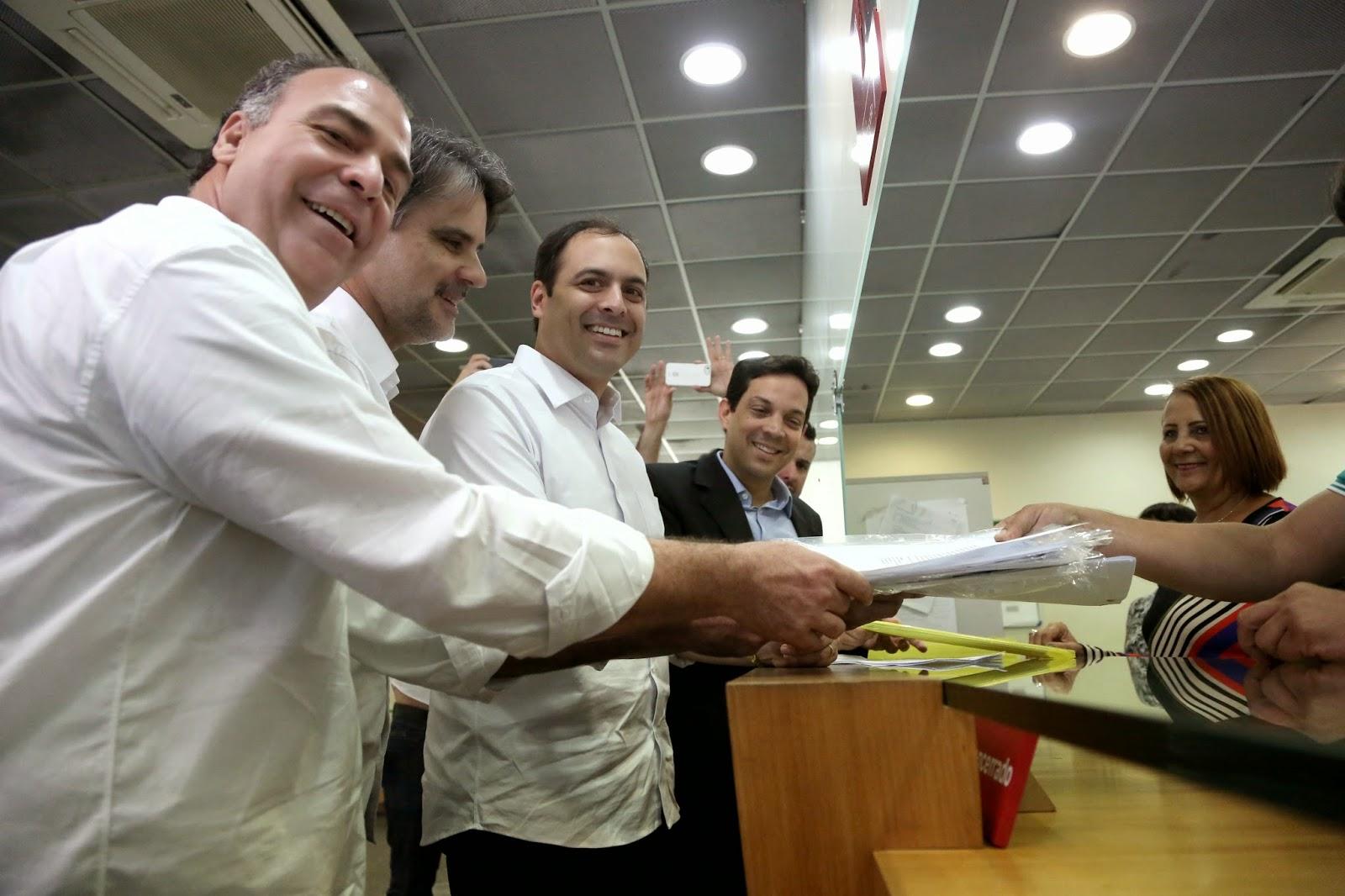 Paulo Câmara registra candidatura do TRE