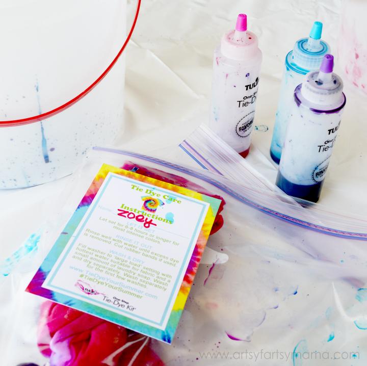 Dolly and Me Tie-Dye Party at artsyfartsymama.com #TieDyeYourSummer