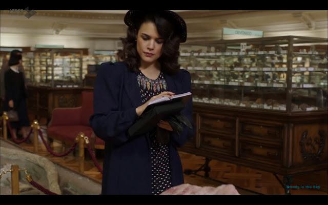 Sira Quiroga vestido azul. El tiempo entre costuras. Capítulo 7