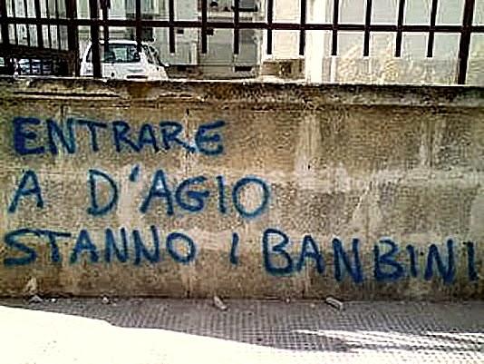 Aforismario scritte sui muri politiche romantiche e for Disegni sui muri di casa