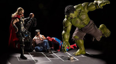 Hulk dan kawan-kawan sedang asyik bermain taplak. (boredpanda.com)