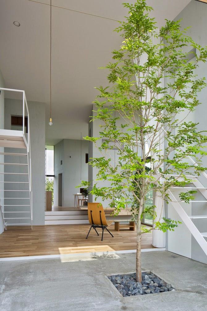 atelier rue verte le blog japon un arbre dans la maison. Black Bedroom Furniture Sets. Home Design Ideas
