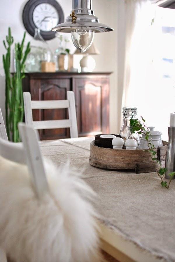 Hannas matrum matbord linneduk fårfäll