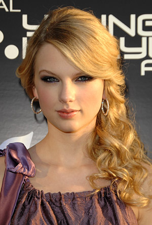taylor swift formal hairstyles. Taylor Swift Celebrity
