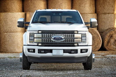 Ford F-450 Super Duty Platinum Crew Cab 4x4 (2017) Front