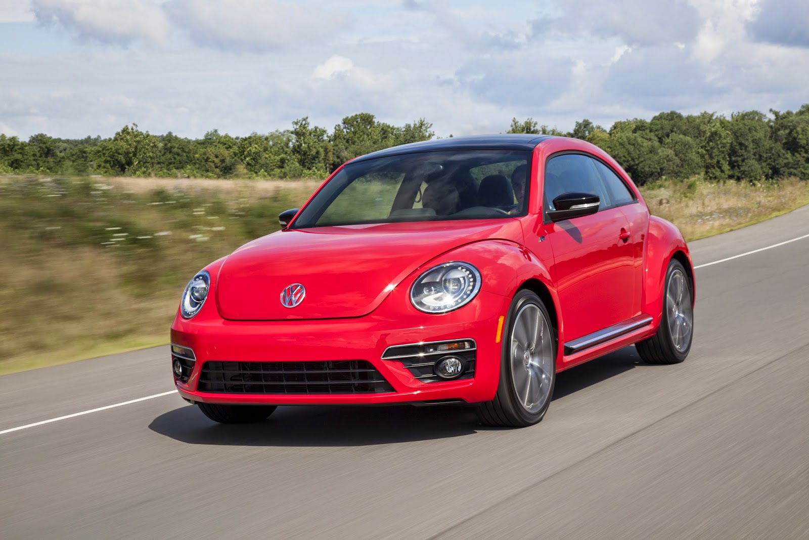 Front 3/4 view of 2014 Volkswagen Beetle R-Line
