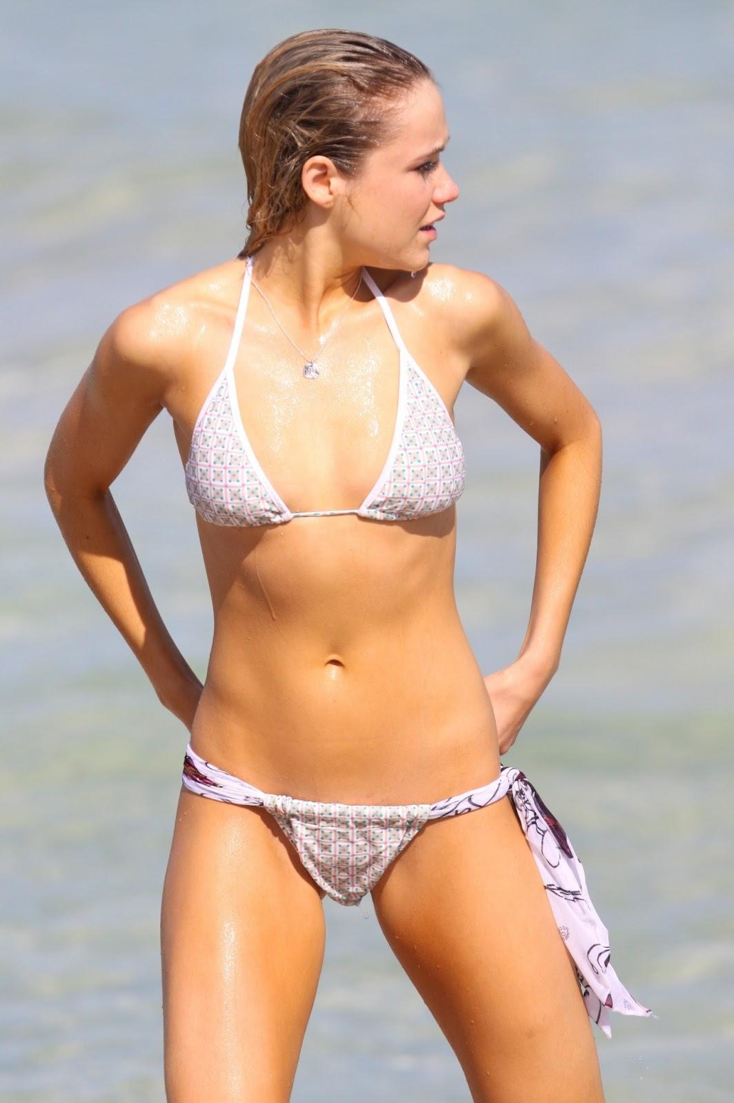Katrina Bowden Boob Side