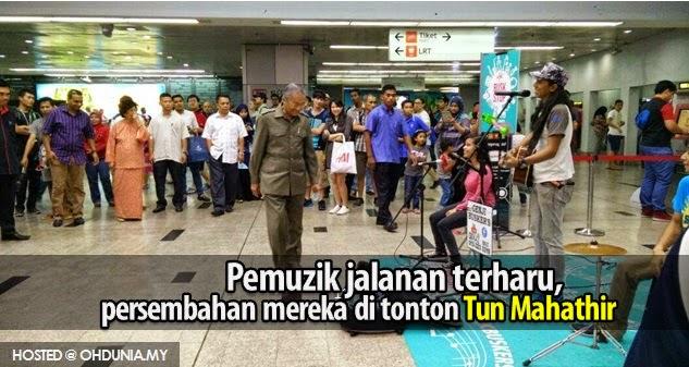Pemuzik jalanan terharu persembahan mereka ditonton Tun Mahathir