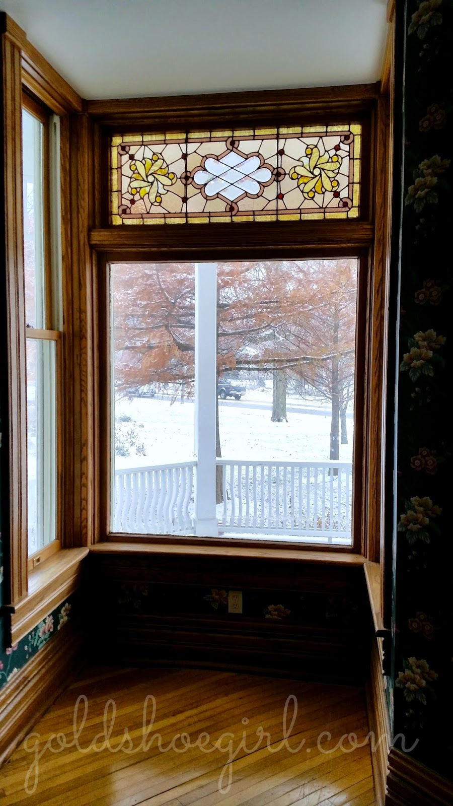Foyer Window Quilt : Gold shoe girl windows for wednesday