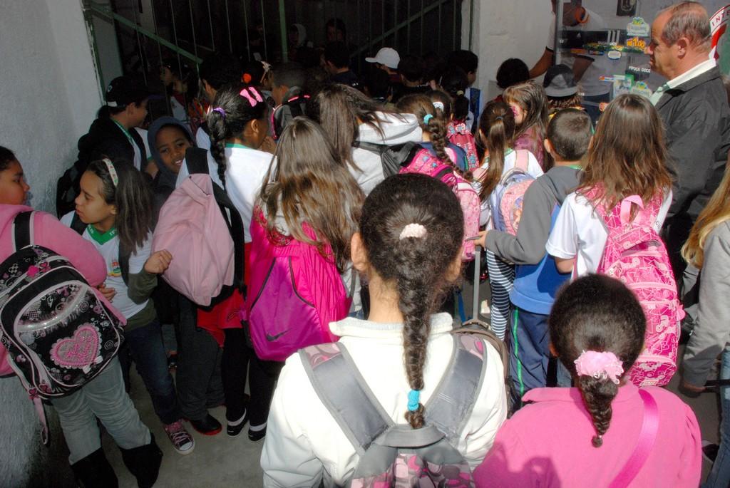 Alunos das escolas municipais voltam às aulas depois de 16 dias de férias