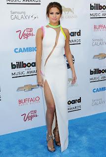 Selena Gomnez is hot