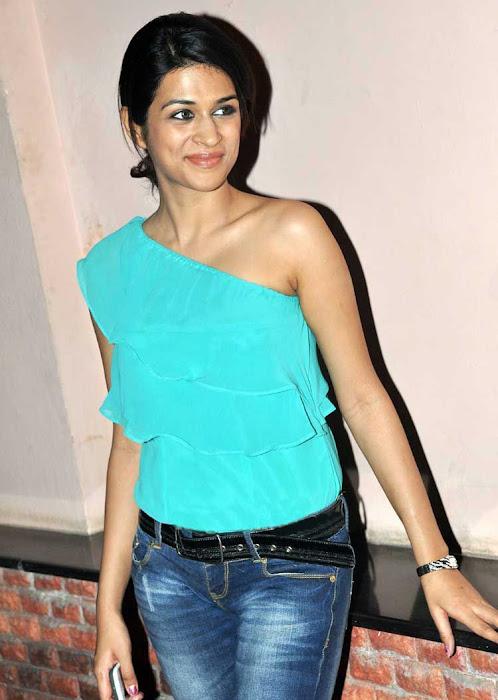 shraddha das stylish in jeans cute stills