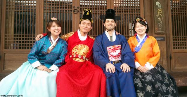 Foto de grupo con hanbok
