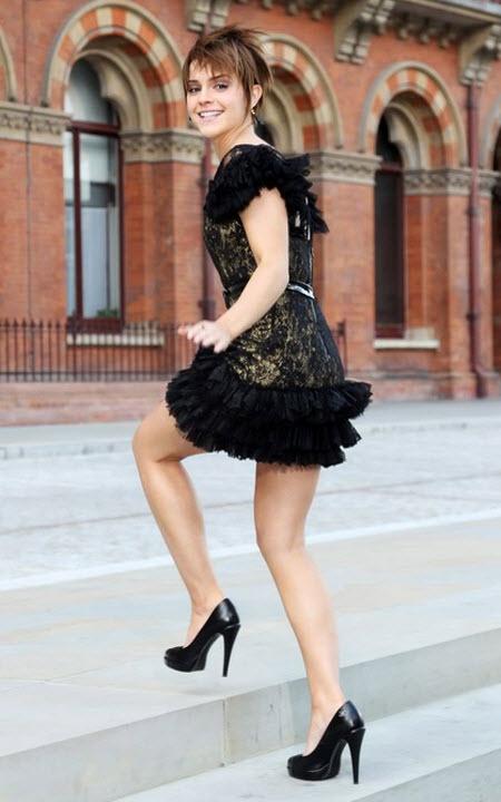 Solo Emma Watson subiendo las escaleras