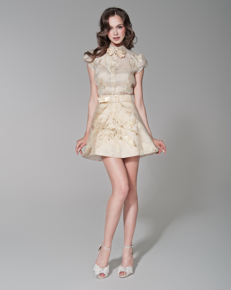 2012 девушки в мини юбках:
