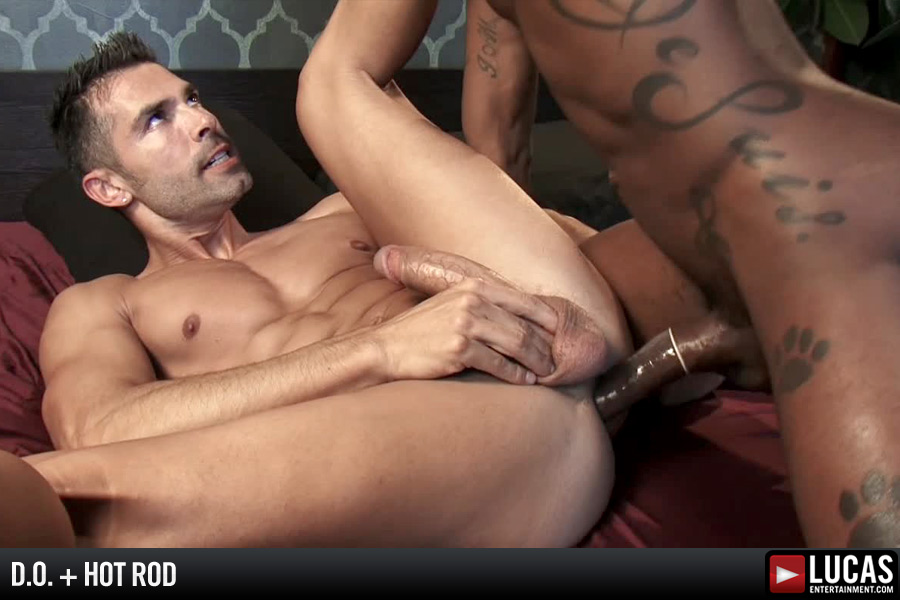 Muscled Hot Masseur Enjoys Rimming